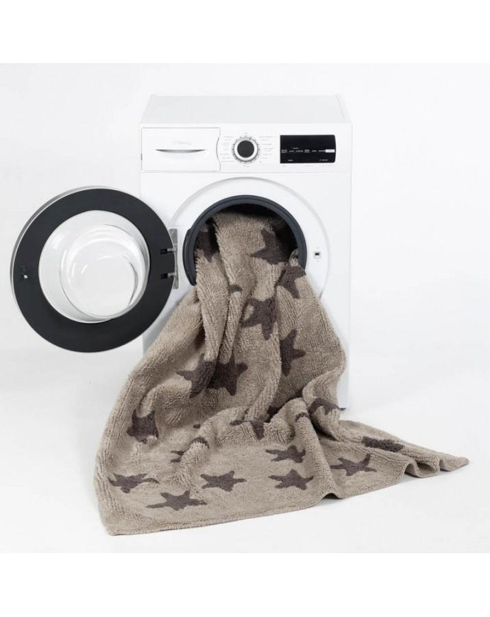Rudas skalbiamas kilimas su juodomis žvaigždelėmis