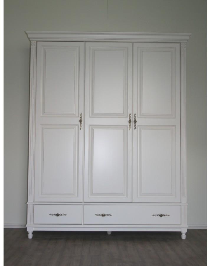 "Trejų durų spinta ""R.."