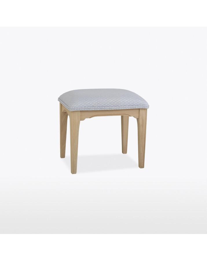 Kėdutė kosmetiniam stalui..