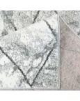 Šviesiai pilkas kilimas su rombais