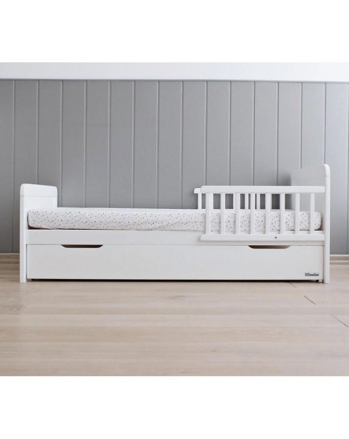 Vaikiška pušinė lovytė
