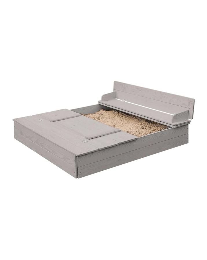 Smėlio dėžė su suoliukais